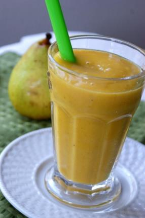 Mangolicious Mango-Pear Smoothie