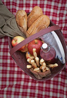 nothing makes me more happy then a breakfast basket to go specially on weekends...