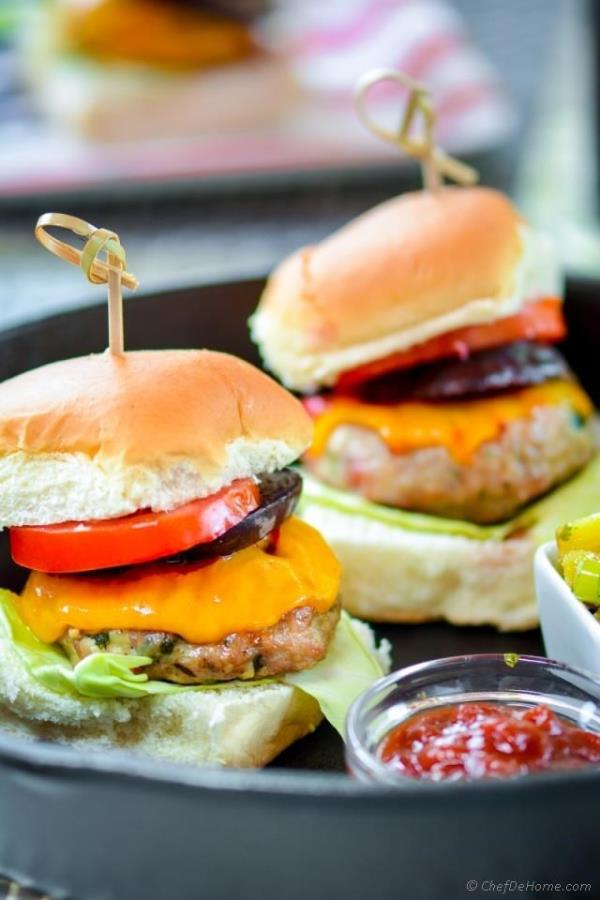 Jerk Chicken Sliders with Grilled Pineapple Relish Recipe - ChefDeHome.com