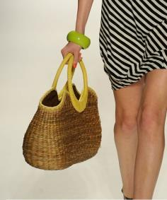 Straw Handbag design - Rosa Cha, I think it can be beautiful gift