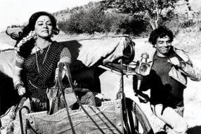 Sholay - Koi Haseena Song Still