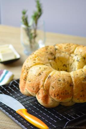 Buttery Pull-Apart Herb Monkey Bread Recipe - ChefDeHome.com