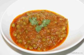 Mattar Masala is very popular main course Indian dish prepared with green peas and tomato based curry. Very simple to prepare and delicious in taste.  This dish is  traditionally served with Roti and