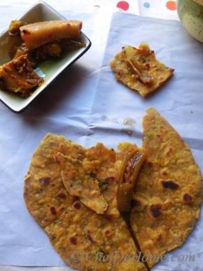Spiced Chickpea Flat Bread - Missi Roti