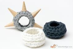 Fabric yarn bracelet with spikes